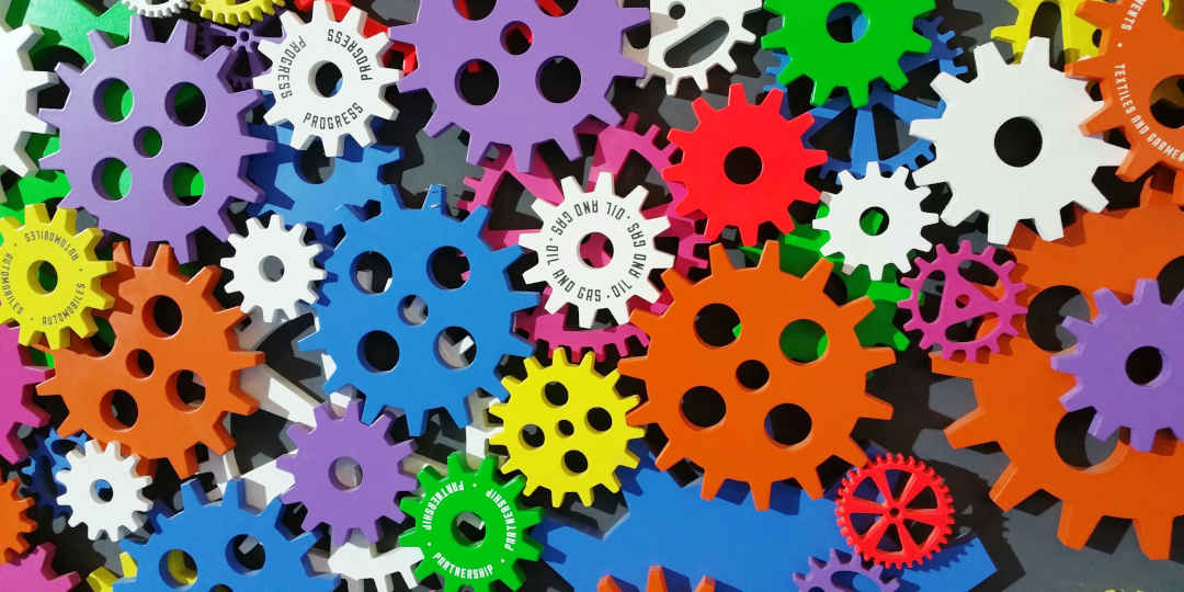 Zahnräder symbolisieren die Integration dre Marketing-Automation, Bild von: Digital Buggu, Pexels